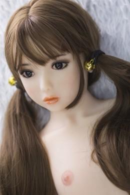 Hebe mignonne et jolie plus jeune petite poupée de sexe TPE avec la poitrine plate